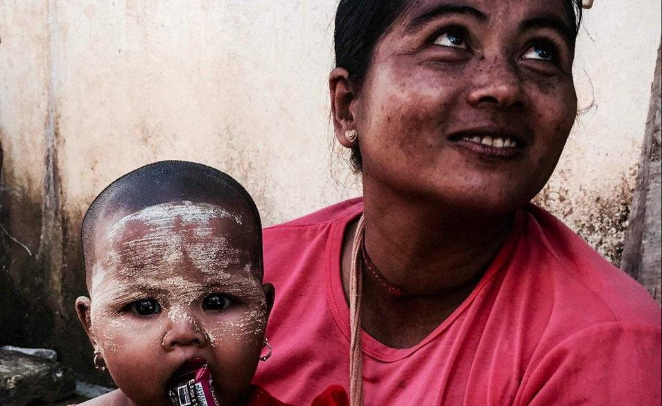 Mother and child together in Cambodia/Ana Altozano Martinez